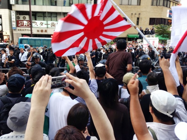 Then I realized they were the pro-Yasukuni people.  Here are the anti-Yasukuni people notice the fingers.