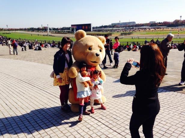 Ahhhh look it's greeting families!  Everyone loves teddy bears!